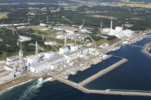 福岛核电站清理污水难      如今,日本福岛核电站事故清理